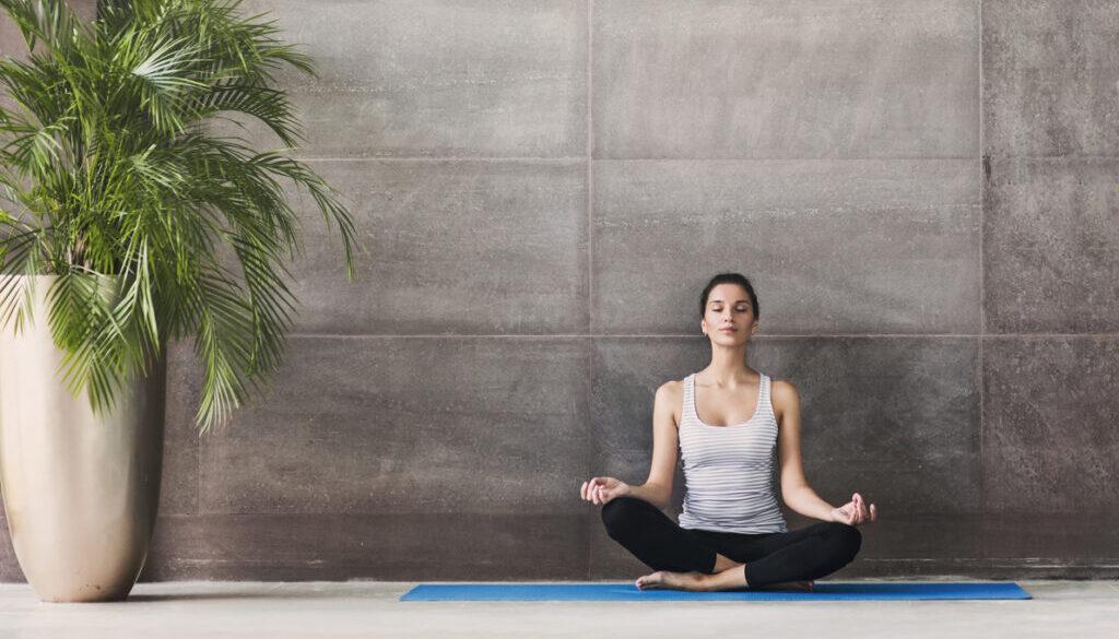 教你「8個瑜伽動作」女人天天做保養
