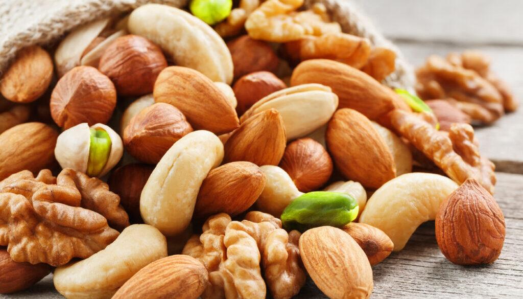 嘴馋或减肥都适合吃的美味零食坚果类,让你知道可以健康地享受到坚果类的小贴士!